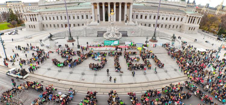 3000 Menschen gehen in Wien für Klimagerechtigkeit auf die Straße