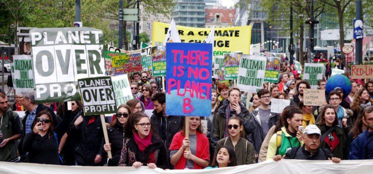 11. November, Wien: Demonstration für mehr Klimaschutz und gegen Klimawandelleugner in der Regierung