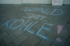 """""""System Change, not Climate Change!""""-Protest in Wien für den Erhalt des Hambacher Forsts und den Ausstieg aus fossilen Brennstoffen!"""