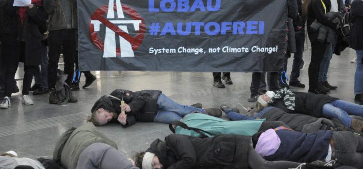 Presseaussendung: Gruselkabinett der Klimakiller – 'Die-in'- Protest bei Vienna Autoshow