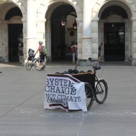 """Straßentheater """"Reisepreise"""" in Graz"""