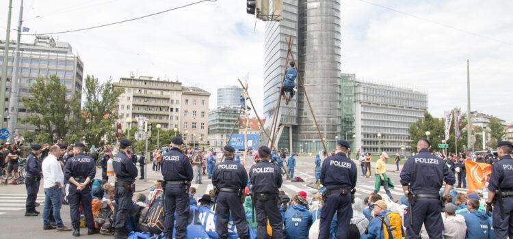 Presseaussendung: Polizeigewalt gegen Klimaaktivist:innen – Polizisten vor Gericht