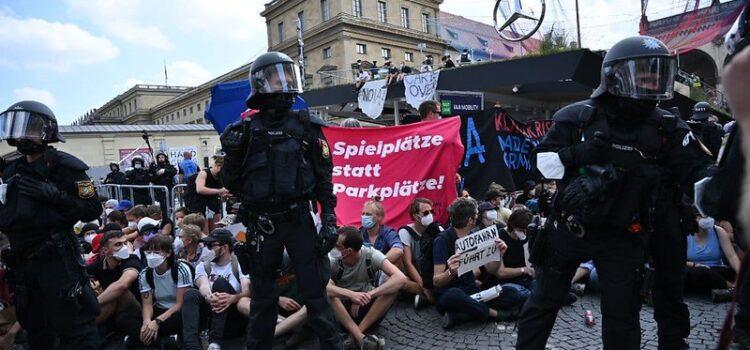 System Change, not Climate Change! beteiligt sich trotz Polizeirepression an Protesten gegen IAA in München