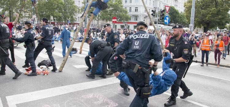 """AVISO: Urteil über """"Nierenschläger""""-Polizist erwartet + Pressetermin"""